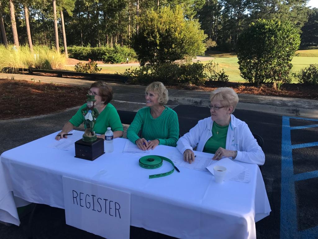 io2019-ladies-at-registration-table